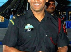 MSD ends 15-day stint with territorial army, returns to Delhi