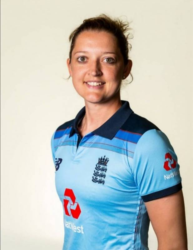 Sarah Taylor posts nude photo for noble cause