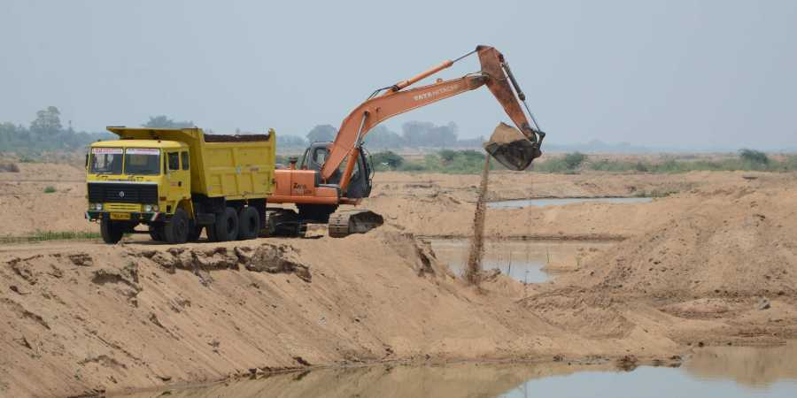 Farmer crushed to death by lorry for obstructing sand mafia