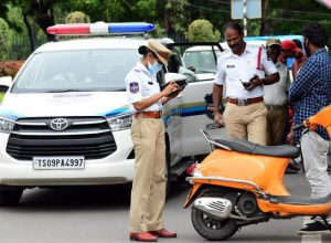 Hyderabad traffic cops collect 'extra' charges from traffic violators