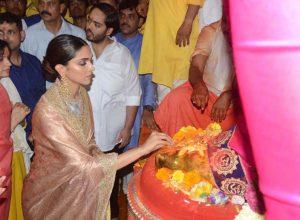 Deepika Padukone visits Lalbaughcha Raja
