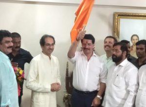 Encounter specialist Pradeep Sharma joins Shiv Sena