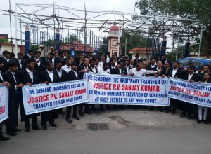 Telangana High court lawyers continue protest