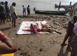 Eight dead, 27 rescued & 25 passengers still missing in Godavari boat tragedy
