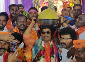 Hyderabad Ganesha: Colony laddus break record of Balapur laddu