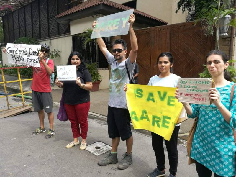 Metro comment: protesters gather outside Amitabh Bachchan's home