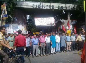 ABVP attempts to storm into Jadavpur varsity, leads to violent clash