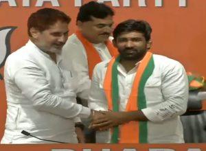 Yogeshwar Dutt and Sandeep Singh join BJP