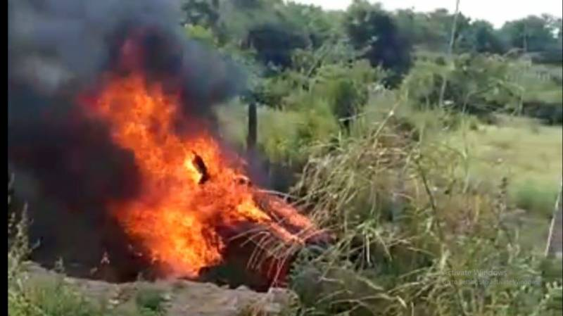 Car catches fire, five burned alive, 1 escapes