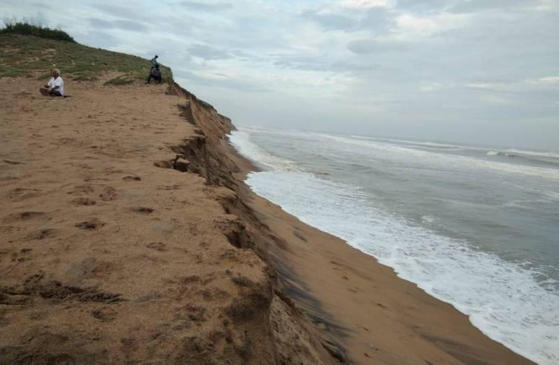 Beach erosion creates flutter at Baruva in Andhra coast