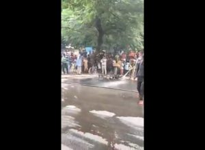 Man sets his bike on fire after being issued challan by cops in Delhi