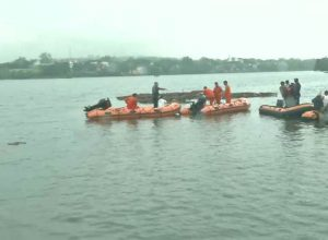 Andhra Pradesh begins fresh efforts to retrieve the sunken boat from Godavari River