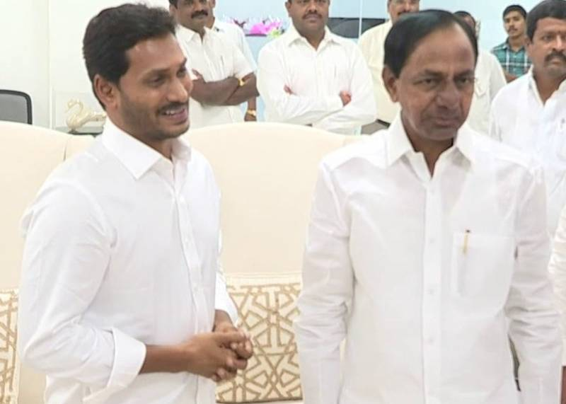 Stage set for Telugu CMs dialogue; in-camera meeting raises eyebrows