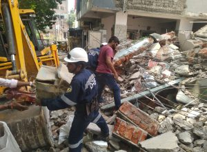 Building collapses in Goshamahal; Local MLA blames inaction by GHMC