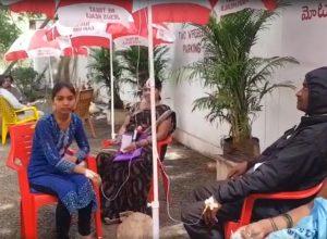 Dengue patients treated under umbrellas in Vikarabad Hospital