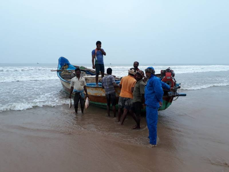 Eight fishermen from Andhra Pradesh detained by Bangladesh Coast Guard