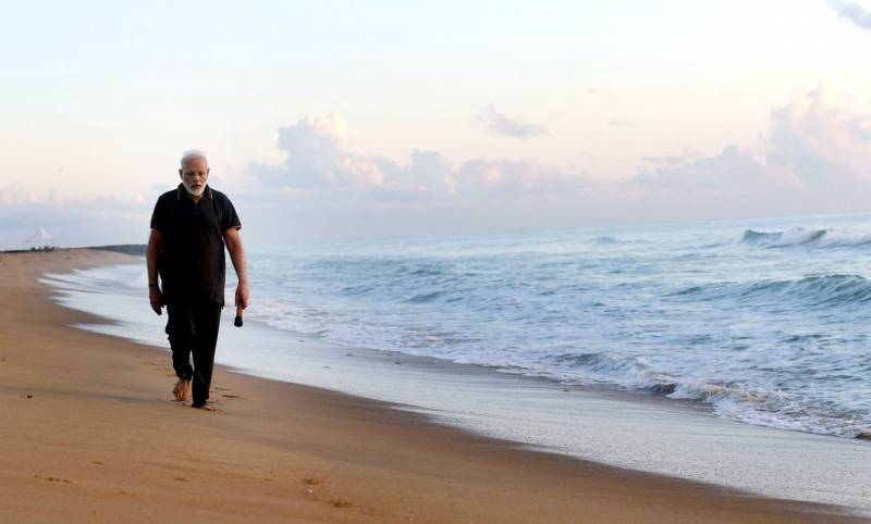 PM Modi cleans beach at Mahabalipuram