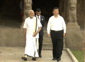 Clad in veshti-sattai, Narendra Modi welcomes Xi Jinping at Mahabalipuram