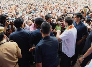 Congress leader Rahul Gandhi extends support to protesters in Wayanad