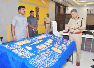 Gold smuggling racket busted in Vijayawada; 8.8 kg gold seized, two held