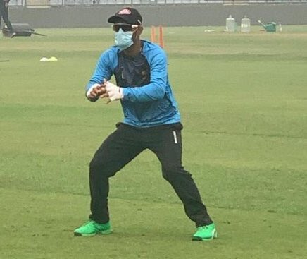 T-20 match,due to pollution, cricketers wear mask