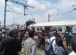 Twelve injured as MMTS train and Hundry express collide in Hyderabad