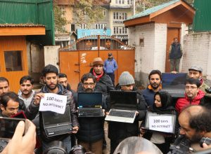 100 days after Article 370 abrogation, Kashmiri journalists protest against internet gag