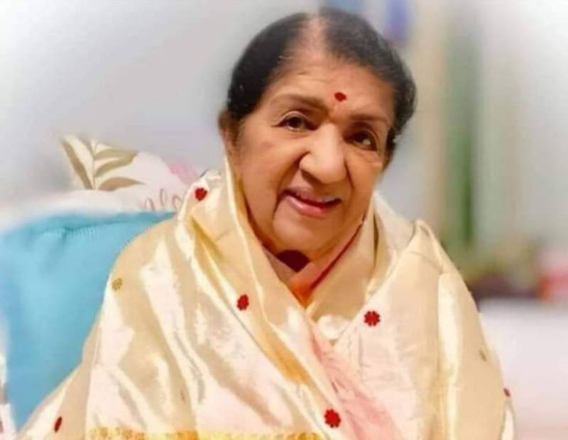 Fact Checking: Lata Mangeshkar's condition is stable