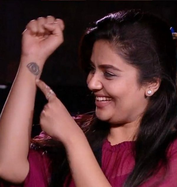 Sreemukhi's tattoo might be the reason for her losing Bigg Boss Telugu 3 finale