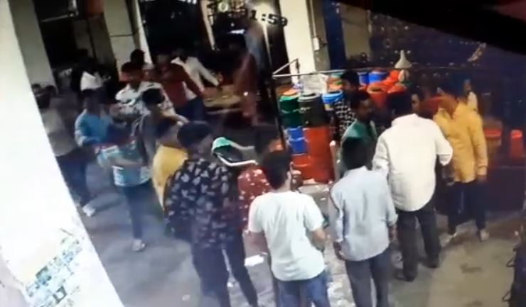 Goons attack tent owners in Balkampet, later claims a 'Minister wants to settle the issue'
