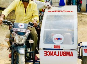 Good Samaritan India helps injured elderly, with bike ambulance