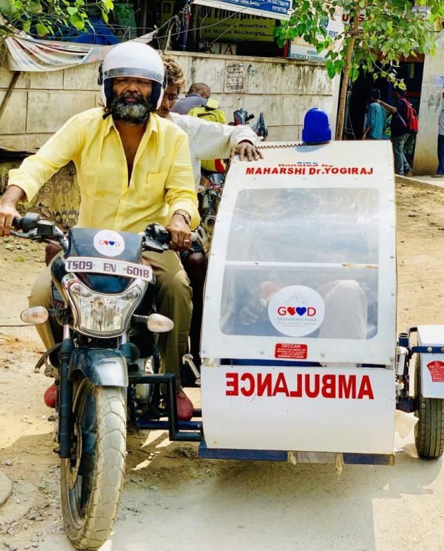 Good Samaritan India helps injured elderly, with bike ambulance