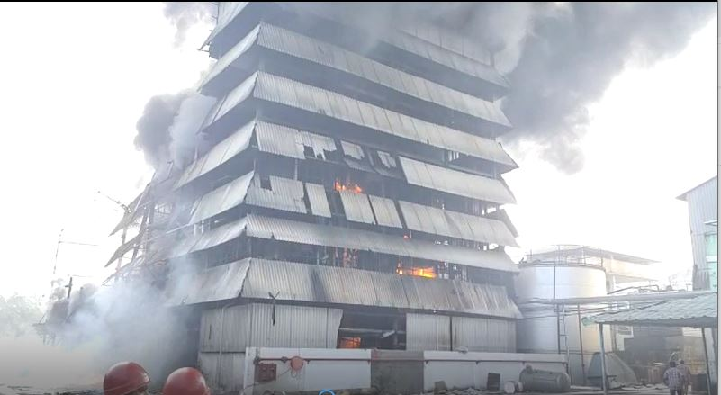 Andhra: Huge fire guts oil mill in Anaparti, no injuries reported
