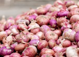 Cops deployed to control crowd for subsidised onions at Vizag Rythu Bazaars