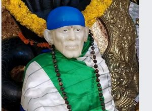 Fact Check: Following the Gandhi pedestal controversy, did YSRCP adorn a Sai Baba idol with their flag?