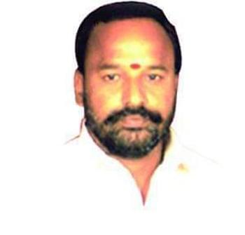TRS activist killed in freak road mishap near Hyderabad