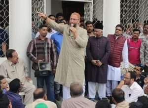 AIMIM chief  Owaisi condemns attack on JNU students