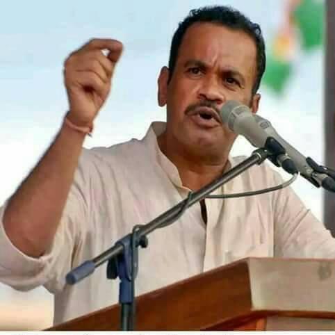Congress MP Komatireddy blocked by TRS, BJP workers in Rangareddy