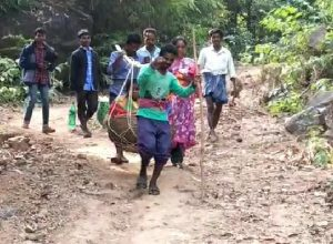 Tribal woman carried in Dholi gives birth to baby girl on a Road