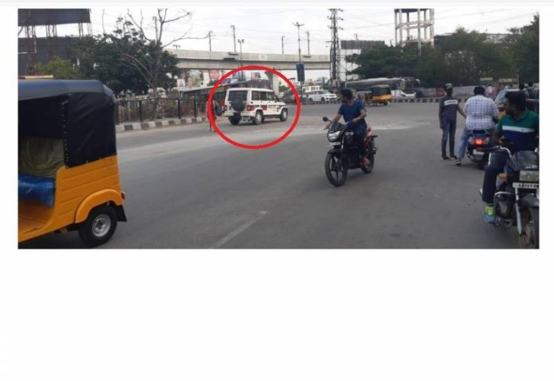 No bias! Cops fine a police vehicle for driving on the wrong side