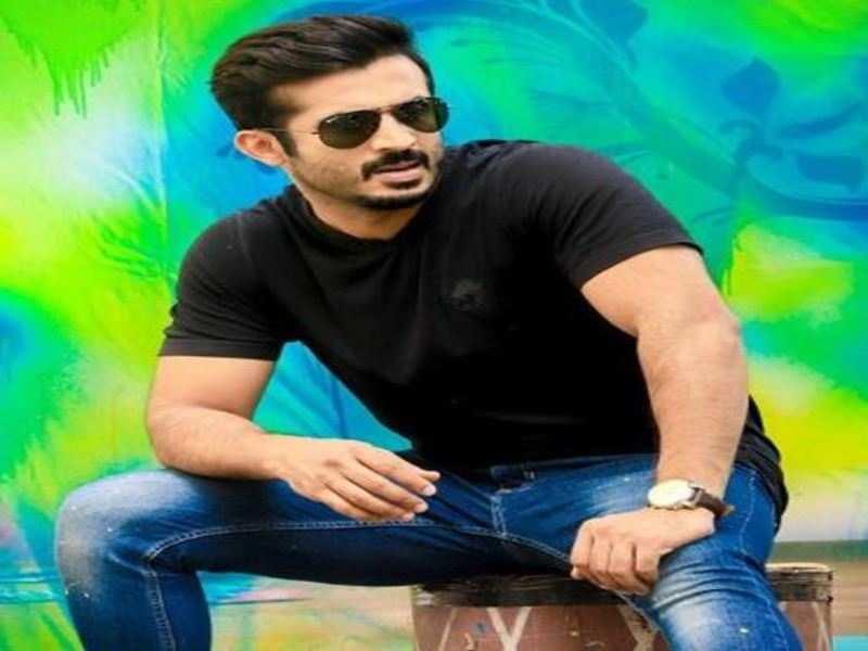 Anchor Ravi files cheating case against film distributor