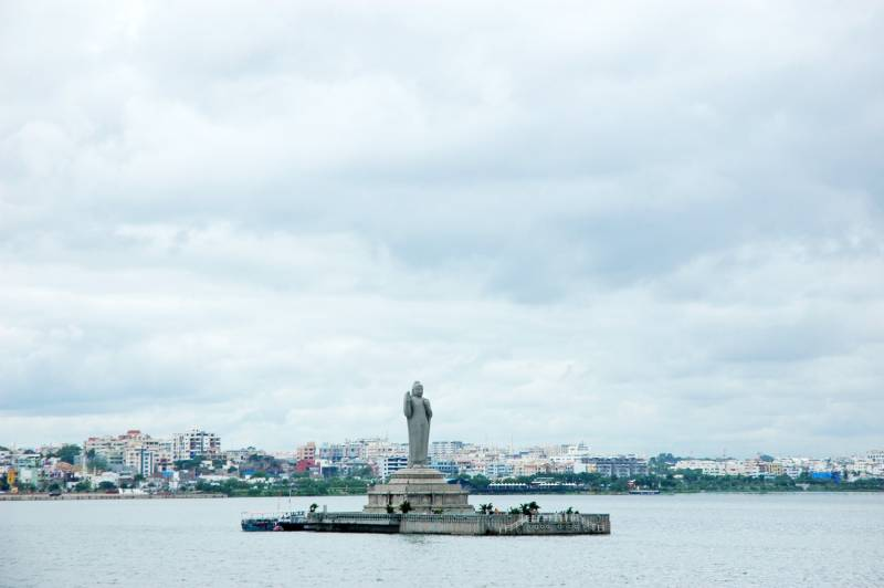 HC questions encroachments around Hussain Sagar lake, issues notices to GHMC