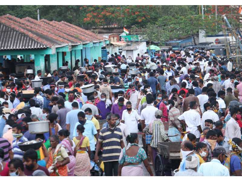 Social distancing norms thrown to wind as people throng Vizags fishing harbour to buy fish