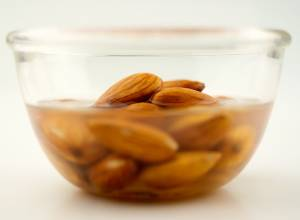 10 Benefits of Soaked Almonds(Badam) for Overall Benefits