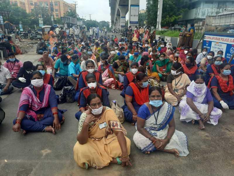 Protest at Gandhi intensifies, 200 sanitation workers join