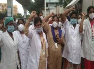 Contractnursing staff on a protest at Gandhi Hospital