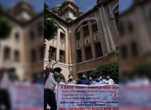 Osmania docs on protest, demand new hospital building for better medicare