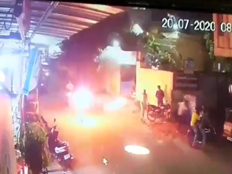 Thief sets himself ablaze at Chandrayanagutta PS, 2 police personnel also suffer burns