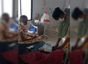 COVID +Ve woman cop wins hearts by feeding 86 YO at Vizianagaram hospital
