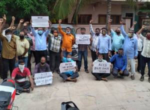 52 drivers of international cab rental service Avis denied pay for three months, launch protest